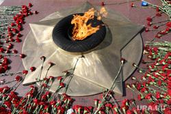 Репетиция парада и приготовления к празднику 9 мая. Курган, вечный огонь, гвоздики, день памяти, 9 мая, цветы, день победы