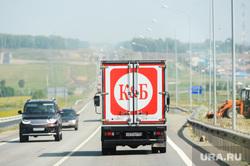 Автомобиль алкомаркета Красное Белое. Челябинская область, трасса м-5, грузовик, м5, красное белое, дорога, кб, алкомаркет красное белое