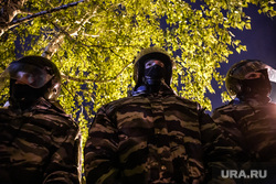 Третий день протестов против строительства храма Св. Екатерины в сквере у театра драмы. Екатеринбург, сквер, оцепление, протесты, сквер на драме