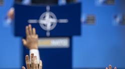 Клипарт. Сток Официальный сайт  «НАТО». Екатеринбург, нато, поднятые руки