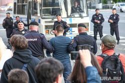 Акция правозащитника Льва Пономарева у здания ФСБ на Лубянской площади. Москва, автозак, полиция, задержание