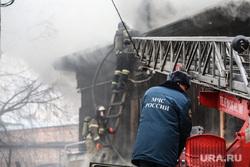 Пожар в историческом здании по ул. Дзержинского 34. Тюмень, мчс, пожар, пожарная лесница