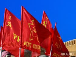 Снег и коммунисты в Москве. Москва, спасская башня, красные флаги, красная площадь, кремль, коммунисты, ротфронт