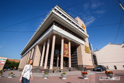 Линкольн возле УрФЮИ. Екатеринбург, урфюи, уральский финансово-юридический институт
