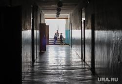 Визит врио губернатора Шумкова в Звериноголовский район Курган, школьный коридор, школа, ученики, перемена