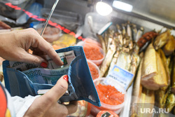 Виды Красноярска, цена, кошелек, продукты питания, рыба, деньги в кошельке, еда, деньги, рыбный магазин, расплата, цены на продукты, стоимость