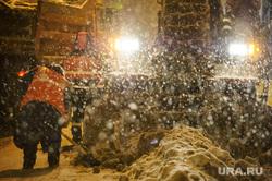 Ночная уборка улиц от снега. Екатеринбург, уборка снега, чистка дороги, коммунальные службы
