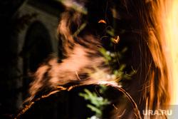 Празднование Терендеза в Церкви Святого Карапета. Екатеринбург, огонь, костер