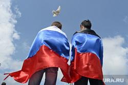 Митинг за мир в Донецке. Украина, триколор, голубь мира, флаг россии