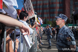 Митинг Либертарианской партии против пенсионной реформы. Москва, ограждение, полицейское оцепление