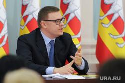 Пресс-конференция врио губернатора Алексея Текслера. Челябинск, портрет, текслер алексей, загибает пальцы