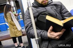 Новые вагоны екатеринбургского метрополитена Екатеринбург, расписание, пассажир, смотрит на часы, метро, движение поездов