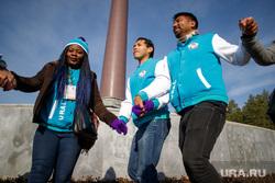 Экскурсии для участников региональной программы XIX Всемирного фестиваля молодежи и студентов. Екатеринбург, хоровод, иностранцы, всемирный фестиваль молодежи и студентов, молодежный фестиваль, туристы, национальности, рассы