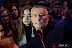 Четвертый день протестов против строительства храма Св. Екатерины в сквере у театра драмы. Екатеринбург, портрет, ройзман евгений