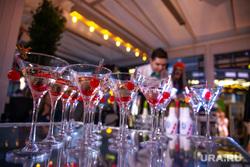 Открытие летней веранды в ресторане GRAND Урюк. Екатеринбург , напитки, коктейли, бокалы, мартини