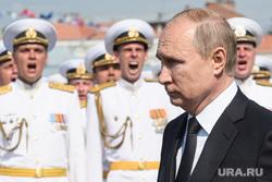 Торжественная церемония празднования Дня ВМФ на Сенатской площади. Санкт-Петербург, парад, офицеры, портрет, путин владимир, день вмф, военные моряки