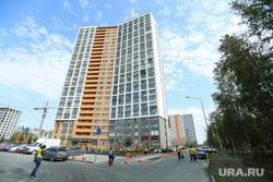 Микрорайон «Светлый» проект TEN, trashtag челлендж. Екатеринбург, многоэтажка, жилой дом, человек, люди, уборка, новострой