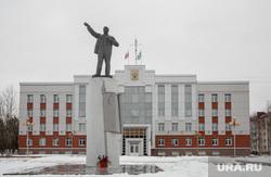 Виды города Урай, памятник ленину, администрация урая