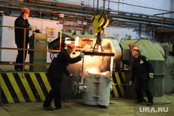 Открытие литейного цеха на Курганском арматурном заводе. Курган, литейный цех, курганский арматурный завод, разливка металла, масса металла