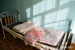 Центральная городская больница города Катав-Ивановск. Челябинская область, ночлежка, кровать, матрас, больничная палата, гостиница