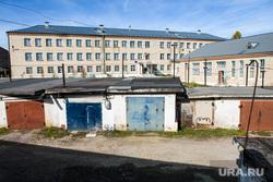 Виды Катав-Ивановска. Челябинская область, гаражи, город катав-ивановск, здание школы