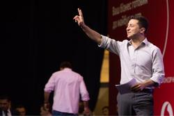 Владимир Зеленский, президент Украины. Сайт президента Украины, поднятая рука, два перста, зеленский владимир