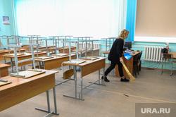 Школа в селе Долгодеревенское, где пикетировали старшеклассники. Челябинская область, класс, школа, уборка класса