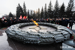 Возложение цветов к Вечному огню в честь 100-летия Красной армии. Челябинск, вечный огонь