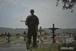 Похороны помощника Дениса Пушилина Максима Петрухина. Макеевка. Украина, солдат, могилы, кресты, кладбище