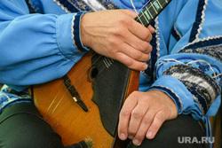 Концерт на станции метро Площадь 1905 года. Екатеринбург, балалайка, музыкант
