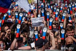 Митинг Либертарианской партии против пенсионной реформы. Москва, плакаты, рука, триколор, протест, лозунги, коррупция ворует пенсии, кулак