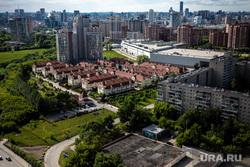 Летняя веранда на крыше ресторана Kitchen. Екатеринбург, новостройки, вид города, вид сверху