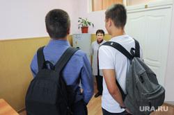 Школа в селе Долгодеревенское, где пикетировали старшеклассники. Челябинская область, школа, школьники
