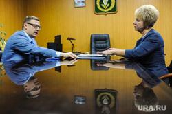 Рабочий визит Алексея Текслера в Верхний Уфалей Челябинская  область, отражение, ускова вера, текслер алексей, синяя папка