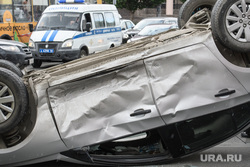 ДТП на пересечении Малышева и Розы Люксембург. Екатеринбург, столкновение, дтп, полиция, авария, перевернутая машина