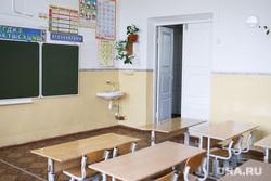 Визит врио губернатора Шумкова Вадима в Каргапольский район. Курган, класс, школа, каникулы, школьная парта, пустой класс