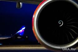 Флагманский самолет Boeing 777-300ER авиакомпании «AZUR air». Екатеринбург, воздушное судно, турбина, двигатель, триколор, флаг россии, пассажирский самолет, ночь, самолет, авиаперевозки