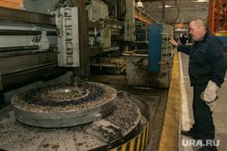 Курганский машиностроительный завод. Курган, станок, рабочий, цех, стружка металла