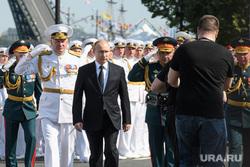 Торжественная церемония празднования Дня ВМФ на Сенатской площади. Санкт-Петербург, парад, офицеры, шойгу сергей, путин владимир, день вмф, военные моряки, евменов николай