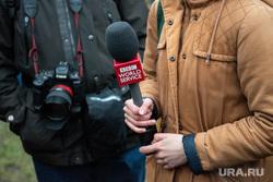 Пятый день протестов против строительства храма Св. Екатерины в сквере у театра драмы. Екатеринбург, микрофон, bbc