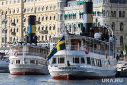 Виды Стокгольма. Швеция, паром, флаг швеции, водный транспорт