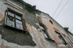 Ветхое и аварийное жилье. Курган, старый дом, ветхое и аварийное жилье
