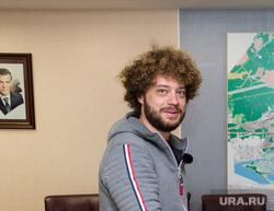Прогулка по городу блогера Ильи Варламова и главы города Шувалова Вадима. Сургут, рукопожатие, варламов илья, шувалов вадим