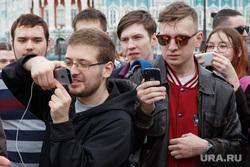 Митинг-акция #Надоел от «Открытой России». Екатеринбург, гаджеты, съемка на телефон, молодежь