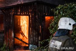 Пожар в деревянном доме по улице 8 марта. Екатеринбург, пожарный, деревянный дом, пожар, горящий дом