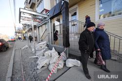 Новые остановки. Челябинск, тротуар, остановка общественного транспорта
