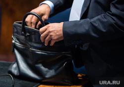 Клипарт. Сургут, руки чиновника, рука с сумкой