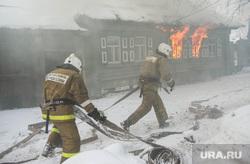 Пожар в Первоуральске, пожарные, тушение огня