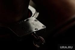 Клипарт. Наручники. Екатеринбург, арест, тюрьма, преступник, заключенный, подсудимый, срок, полиция, заключение под стражу, наручники, конвой, задержание, преступность, преступление, криминал