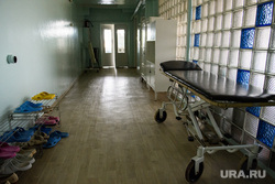 Центральная городская больница города Катав-Ивановск. Челябинская область, каталка, больничный коридор, больница